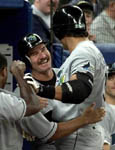 Wade Boggs congratulates Jose on #400 (AP)